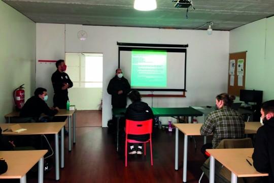 A Asociación de Bombeiros de Galicia imparte un curso contraincendios en Padrón coa colaboración municipal