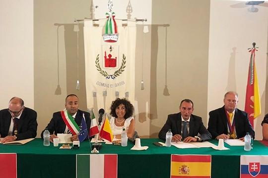 Padrón promociona desde Gaggi (Italia) o seu potencial turístico, histórico, cultural e industrial