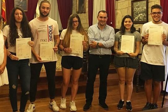 A primeira promoción de alumnos da Escola de Idiomas de Padrón recibe os certificados oficiais